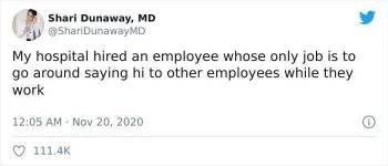 医院聘请了一只打工狗,而它的工作,就是向打工人打招呼