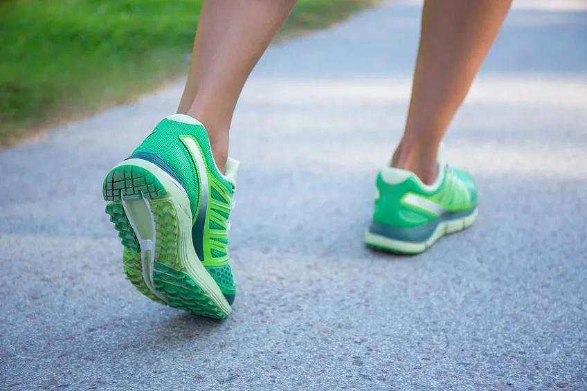 我每天霸占健步榜,为什么身上越走伤病越多?