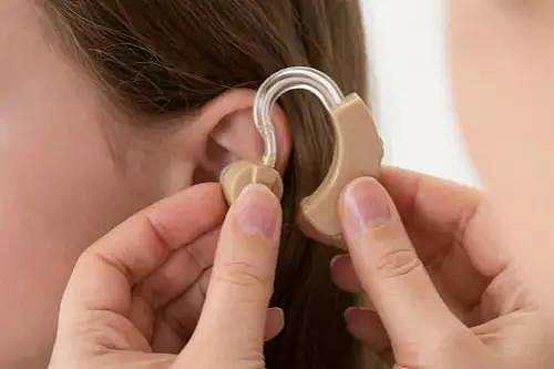 眼一闭一睁,这耳朵咋就聋了呢?