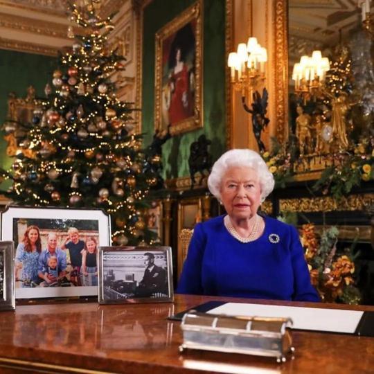 丈夫刚去世,英国女王新养的小柯基也走了