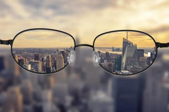 眼科医生都戴着眼镜,近视手术真的安全可靠吗?