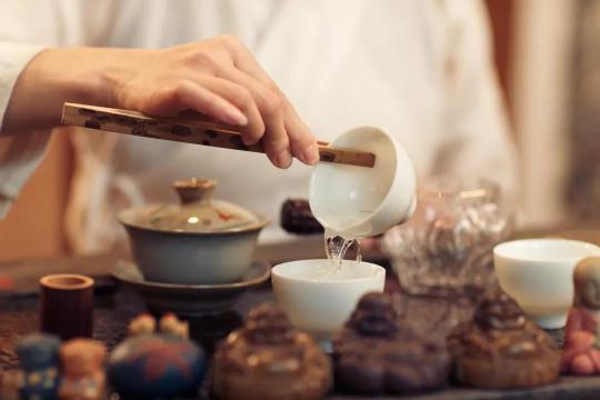 喝茶好处多,但茶叶放多了可就伤身了