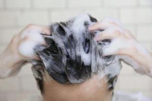 旅行期间头皮保护不当,易诱发头屑、头痒!