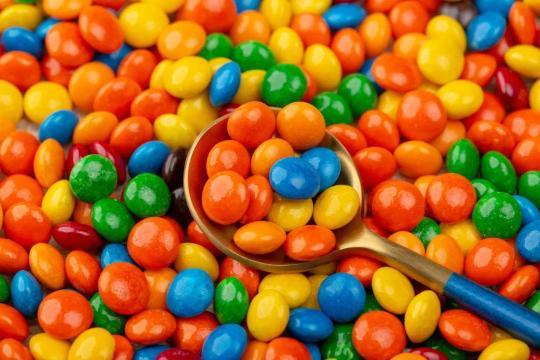 明知道吃糖有诸多坏处,为什么我们总是管不住自己的嘴巴?
