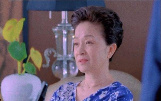 当不爱扮俏的刘莉莉换发型,终于明白微胖的女人,为何爱烫卷发